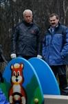 Александр Лебедев ремонтирует детскую площадку, Фото: 15