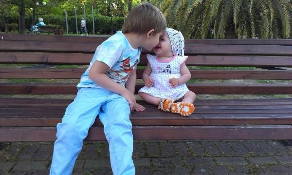 Брат и сестренка
