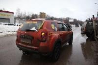 В Туле опрокинувшийся в кювет BMW вытаскивали три джипа, Фото: 4
