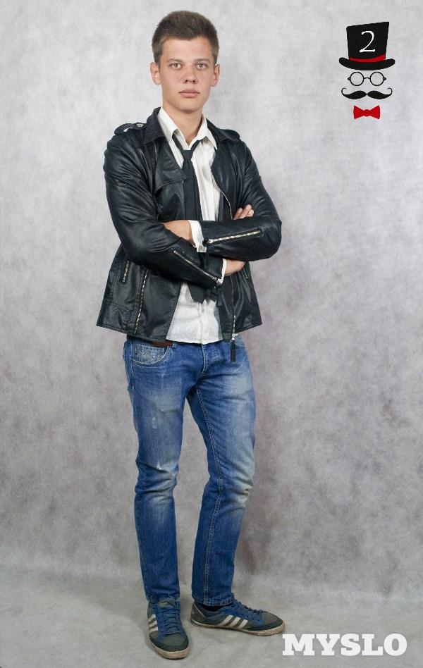 Владислав Севостьянов, 20 лет. Рост 193 см. Студент Тульского института экономики и информатики. В будущем мечтает окончить театральный вуз в Питере и стать актером.