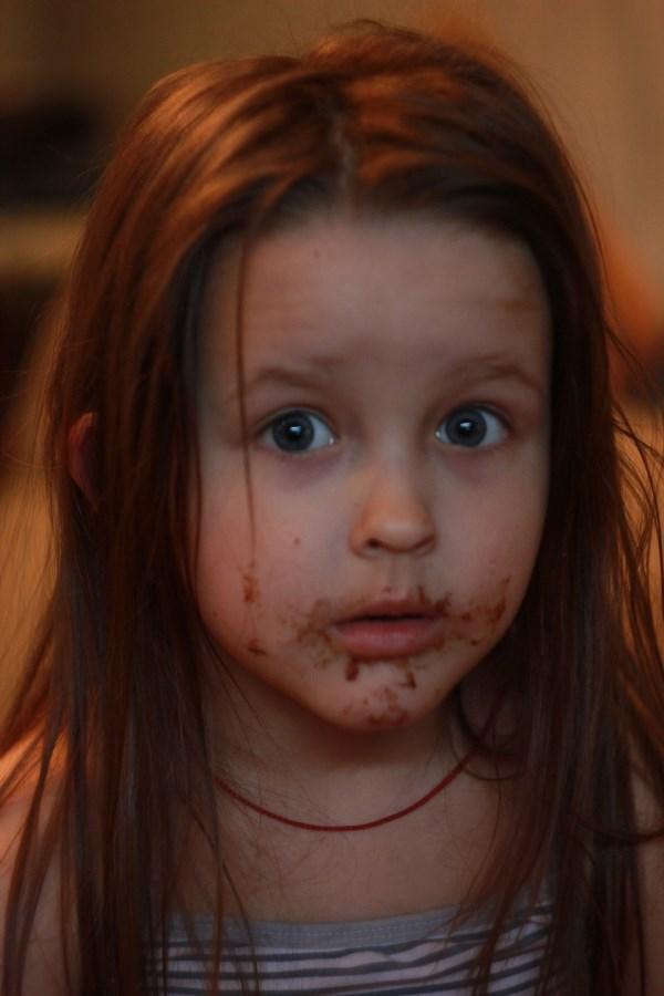 -Дочь,кто съел конфету? -Баба Яга!!!