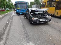 В Туле на ул. Октябрьской водитель автобуса устроил массовое ДТП, Фото: 2