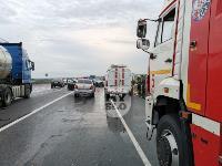 В ДТП на трассе М-2 в Туле у внедорожника оторвало колесо, Фото: 1