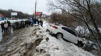 В Туле опрокинувшийся в кювет BMW вытаскивали три джипа, Фото: 1