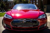 Владелец первого электромобиля Tesla рассказал, почему теперь не хочет ездить на других машинах, Фото: 30