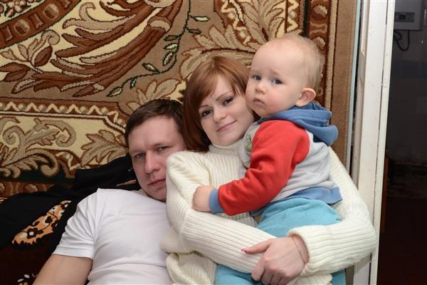 Мы))) супруг Ромочка, сыночек Ванечка и я.