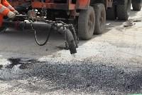 В Туле проводят аварийно-восстановительный ремонт дорог методом пневмонабрызга, Фото: 1
