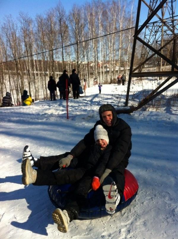 Наше семейное хобби это зимние виды спорта. Будт то тюбинг, сноуборд, коньки и т.д.