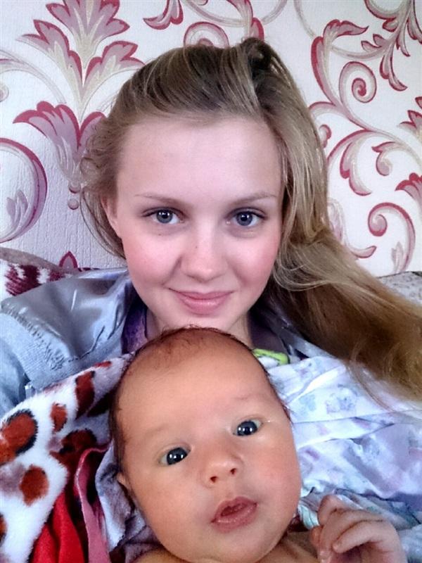 Нам 1 месяц, а уже любим фотографироваться!!)))