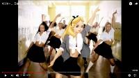 Алиса в клипе Бритни Спирс – Baby One More Time, Фото: 1