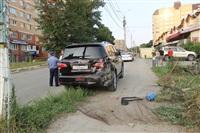 """В Туле """"Opel"""" перелетел бордюр и протаранил припаркованный """"Infiniti"""", Фото: 1"""