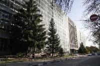 В Туле со здания ТулГУ сильный ветер снес строительные леса, Фото: 3