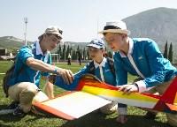 Чемпион мира по авиамодельному спорту из Алексина выступил в «Артеке», Фото: 1