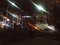На улице Пузакова пассажирский автобус съехал с дороги, Фото: 2