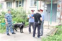 Следователи осматривают квартиру на ул. Баженова, Фото: 1