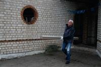 Александр Лебедев ремонтирует детскую площадку, Фото: 7