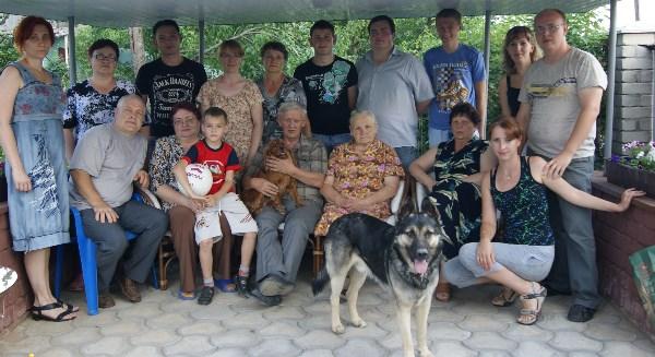 РОДнЯ !!! В центре бабушка Фаина Ивановна 1927 года рождения, мать шести детей,бабушка шести внуков и прабабушка двух малышей)))