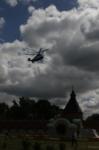 В кремле приземлился вертолет, который установит шпиль колокольни, Фото: 4