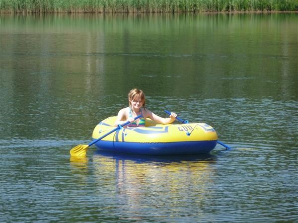 Вот только так плавать и умею! Правда-правда.... Спасибо всем создателям лодок, катеров, катамаранов! Иначе.... кто-то во сне летает, а я б плавала!