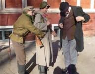 обворовывают доверчивого красноармейца, Фото: 2