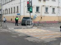 В Туле внедорожник врезался в бывшее здание УГИБДД, Фото: 2