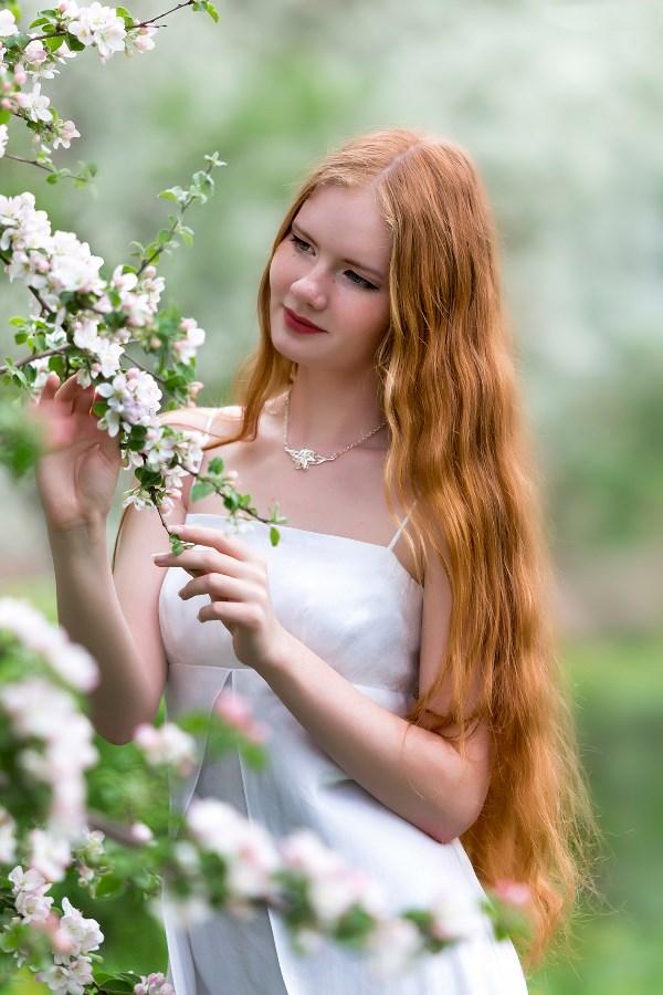 Девушка - весна!