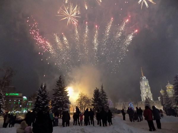 Фейерверк на площади Ленина в день открытия Елки