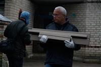 Александр Лебедев ремонтирует детскую площадку, Фото: 9