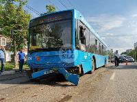 В Туле на ул. Октябрьской водитель автобуса устроил массовое ДТП, Фото: 12