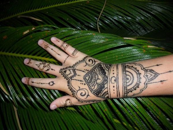 Татуировка хной (Мехенди). Делали доче на юге.