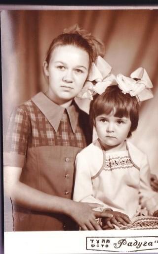 Сестренки- одной 13 лет другой 4 года, 1982 год