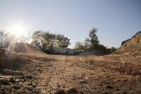 Незаконную свалку на берегу Тулицы спрятали под грудой земли, Фото: 30