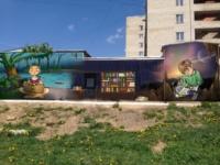 Читающие девочка и мальчик и яркая цветная  библиотека появятся на здании библиотечного  филиала №22 на ул. Бондаренко, 11.  Автор Владимир Панюшкин (Москва). , Фото: 1
