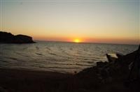 Закат над бухтой, где расположен памятник, Фото: 1
