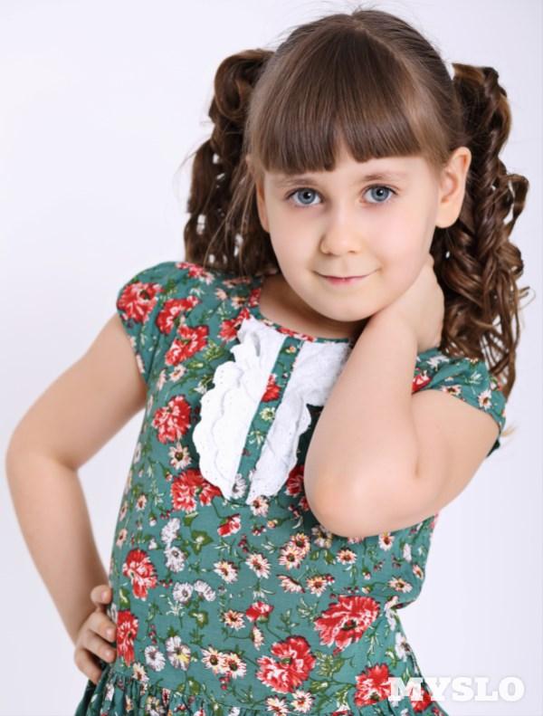 Плуталова Ксения, 6 лет. Занимается танцами и пением. Любит рисовать