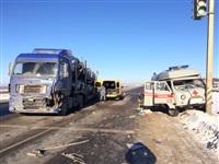 Автомобиль «скорой помощи» столкнулся с грузовиком, Фото: 4
