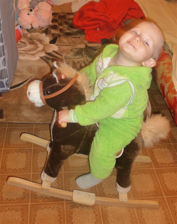 А вот это наш домашний любимец!!! Ванюха, на верном коне!