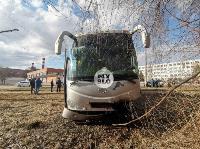 На ул. Щегловская Засека в Туле столкнулись автобус и кроссовер, Фото: 7