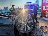 В Туле перевернувшаяся легковушка приземлилась у автомойки, Фото: 9