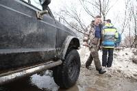 В Туле опрокинувшийся в кювет BMW вытаскивали три джипа, Фото: 38