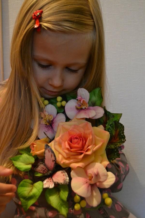 Букетик для дочки от мамы. наши цветочки не вянут))) Они сахарные!