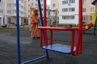 Сотрудники МЧС проводят дезинфекционные работы, Фото: 10