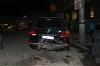 В центре Тулы после ДТП иномарка отлетела на ступени магазина , Фото: 8