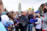 Толпа туляков взяла в кольцо прилетевшего на вертолете Леонида Якубовича, чтобы получить мороженное, Фото: 49