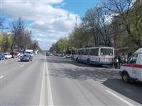 Пассажиры троллейбуса, совершившего наезд на авто и пешеходов, не пострадали, Фото: 2