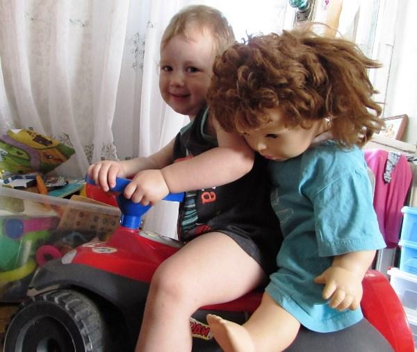 Михал Иваныч и с куклой Ульяной.Мальчики вырастают-привычки остаются.
