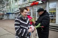 Пролетарский глава Сергей Шестаков поднял тулячкам настроение, Фото: 24