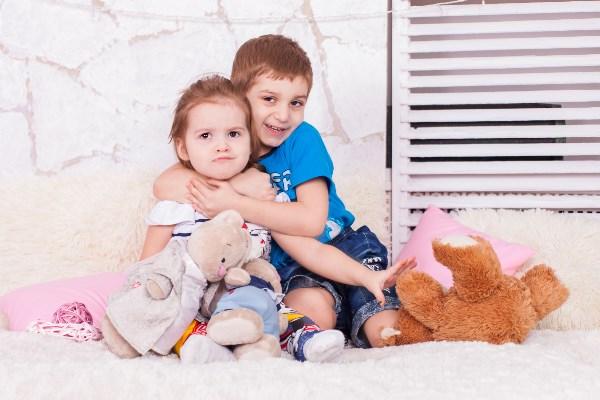 """На фото Руслан Рудаков (4 года) и его любимая сестренка Виктория (2 года) Детская ревность - это то, о чем мы никогда не слышали. Сестра - это гордость и любовь нашего сына. Все время слышны крики """"Викинька моя"""" """"Не трогайте мою Викторию"""""""