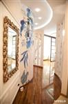 Природные мотивы – фишка этого интерьера. Они повсюду – в росписи стен, узоре витражей, рисунке обоев и дизайне штор, Фото: 29