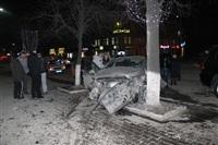 В центре Тулы после ДТП иномарка отлетела на ступени магазина , Фото: 4